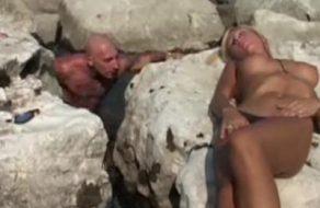 imagen conoce a una trans en la playa y se la folla