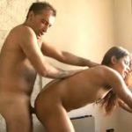 imagen transexual desnuda follada contra las rejas