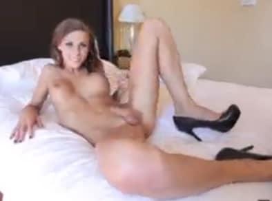 Preciosa tranny en un video erotico