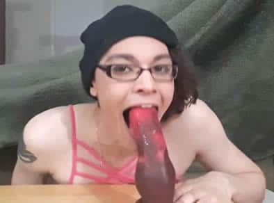 Jovencita travesti lista para pasar la cuarentena