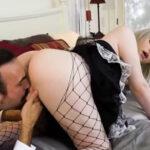 imagen Levantando la falda a la criada transex